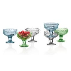 Use the Kastehelmi glass bowl to serve meals, snacks or anything you like. The Kastehelmi collection is just right for dining and decorating! Kitchenware, Tableware, Colored Glass, Serving Bowls, Wine Glass, Glass Beads, Design, Shades, China