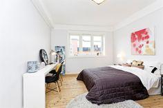 FINN – KAMPEN - Stor, lys og gj.gående 2R leilighet i 4. etg. Solrik balkong med utsikt. Peis. Rolig og sentral beliggenhet.