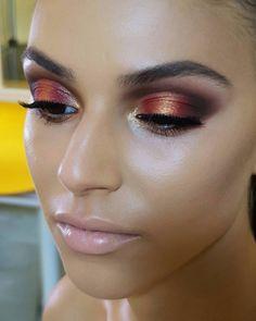 "9,269 Likes, 171 Comments - Natasha Denona (@natashadenona) on Instagram: ""Watch my NEW TUTORIAL how to create this Halo Eye Look w/my SUNSET PALETTE! Link in bio…"""