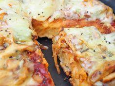 Kahdesta suunnasta kypsennetty pizza on läpeensä kypsä, ja sopivasti paistaen myös täytteet saavat juuri sopivan koostumuksen.