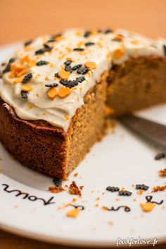 Halloween Butternut Cake - Food for Love and drinks halloween Halloween Butternut Cake - Food for Love Appetizer Recipes, Snack Recipes, Dessert Recipes, Butternut Cake, Mexican Food Recipes, Cookie Recipes, Halloween Cakes, Halloween Halloween, Halloween Desserts