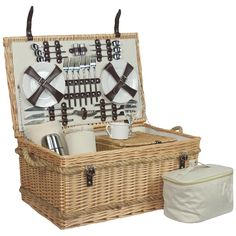 Fully Fitted 6 Person Picnic Basket are selling out fast so don't miss this opportunity! http://redhamper.co.uk/premium-fully-fitted-6-person-picnic-basket/