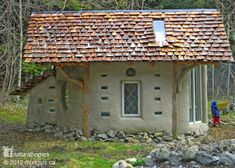 This tiny Vancouver Island cob house with a shingle roof was built by the Mud Girls [http://mudgirls.wordpress.com/], a collective of women natural builders on Vancouver Island and the Gulf Islands of south-west BC, Canada. They help people build their natural homes using cob, straw bales, driftwood, willow, cordwood and salvaged materials like glass bottles and urbanite.