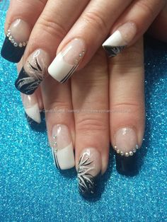 Black and white gel polish with freehand nail art #NailArt #Nails Taken at:30/07/2015 13:39:32 Uploaded at:31/07/2015 21:30:56 Technician:Elaine Moore