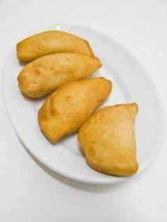 I Pitoni o Pidoni di Messina sono dei golosissimi fagotti di pasta farciti con verdure, in questo caso l'insalata riccia, che in molte parti d'Italia pre