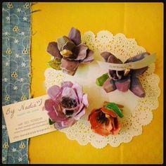 Flowers placeholder made of recycled paper #madeinitaly #papercraft #wedding #diy @etsyitaliateam @etsy https://www.etsy.com/it/listing/197995125/segnaposto-portafoto-fiori-di-carta-memo?ref=listing-shop-header-3