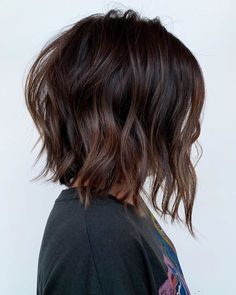 32 Extremely Popular Short Hairstyles to Look Attractive - Page 27 of 32 - HAIRS. Popular Short Hairstyles, Pretty Hairstyles, Angled Bob Hairstyles, Medium Hair Styles, Short Hair Styles, Corte Y Color, Brunette Hair, Balayage Hair, Hair Dos