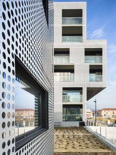 Côté Dock Housing by Philippe Dubus Architectes - News - Frameweb - MOA : #Nacarat