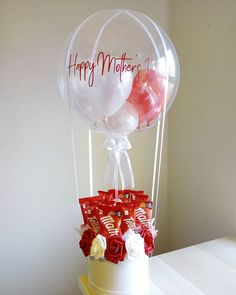 Red and White hot air balloon bouquet Candy Flowers, Balloon Flowers, Balloon Bouquet, Fabric Flowers, Clear Balloons, Bubble Balloons, Balloon Gift, Air Balloon, Birthday Balloon Decorations