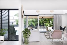A hassle-free building experience gave Kayla and Darius Boyd this dreamy home amongst the leafy streets of Brisbane's north. 3 Storey House, Australia House, Brisbane Australia, Facade House, House Facades, Level Homes, White Rooms, Home And Deco, House And Home Magazine