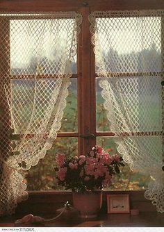 Ana Rosa, I would like these in the dining room, let's in the sun but adds a nice touch to the windows