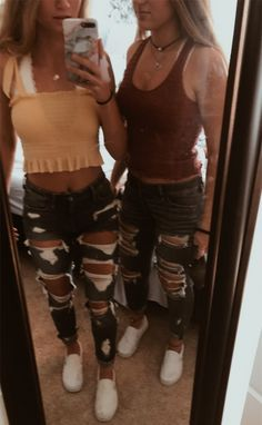 44 trending winter outfit ideas to get inspire 14 44 trending winter outfit ideas to get inspire 14 Teenage Outfits, Cute Outfits For School, Cute Comfy Outfits, Teen Fashion Outfits, Look Fashion, Fall Outfits, Teen Summer Outfits, Teen Fashion Winter, Cute Jean Outfits