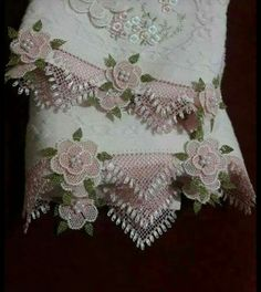 Bargello, Crochet Flowers, Hand Embroidery, Needlework, Ideias Fashion, Diy And Crafts, Projects To Try, Sewing, Blog