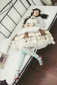 Lolita. Whaaaat is this cuckoo clock print and where can I buy it 0_o