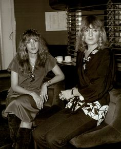 Stevie Nicks and Christine McVie Rumours Album, Buckingham Nicks, Lindsey Buckingham, Stevie Nicks Fleetwood Mac, Greatest Rock Bands, Music Love, Great Bands, Rock And Roll, Lady