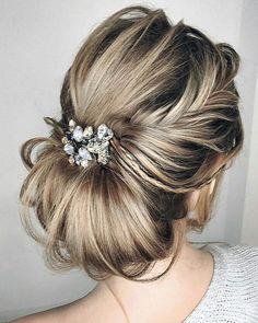 Uma inspiração para noivas... #inspiração #casamento #cabelodenoiva #brideshairstyle #dicasdacerimonialista