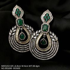 Emerald Jewelry, Gems Jewelry, Diamond Jewelry, Bridal Jewelry, Diamond Earrings Indian, Diamond Necklace Set, Bijoux Design, Jewelry Design, Trendy Jewelry