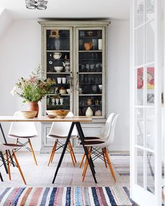 """163 gilla-markeringar, 3 kommentarer - Bolig Magasinet (@boligmagasinetdk) på Instagram: """"I dette skønne hjem skaber mødet mellem forskellige materialer og stilarter den røde tråd 👌🏼 Foto:…"""""""