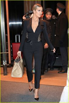 Khloe Kardashian Stands Up For Her Body: 'I'm Proud' | khloe kardashian leaves hotel for jimmy fallon 14 - Photo