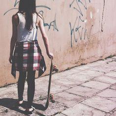 Skate or die right /Asiaskate/ Skateboard Fashion, Skateboard Girl, Vans Girls, Surf Girls, Grunge Outfits, Girl Outfits, Urban Fashion, Girl Fashion, Skating Pictures