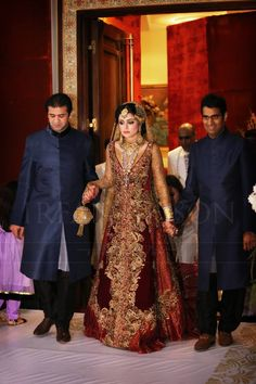 Dress by Nilofer Shahid FaShİoN PaKisTaN ! How my brothers will walk me in Pakistani Wedding Dresses, Pakistani Outfits, Indian Dresses, Indian Outfits, Shadi Dresses, Pakistani Couture, Pakistan Bride, Pakistan Wedding, Bridal Outfits