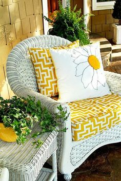 Using Yellow on your Summer Porch - Duke Manor Farm Summer Front Porch Color of Year . Summer Front Porches, Summer Porch Decor, Spring Home Decor, Manor Farm, Yellow Cottage, Yellow Houses, Wicker Furniture, Painted Furniture, Modern Furniture
