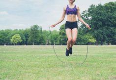 Saltare la corda per tornare in forma in 8 settimane: scarica il programma completo!