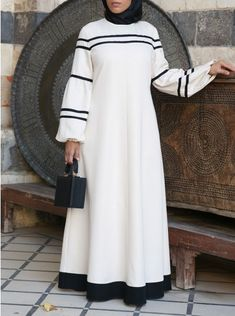 Abaya Fashion, Modest Fashion, Fashion Outfits, Mode Abaya, Mode Hijab, Muslim Women Fashion, Islamic Fashion, Moslem Fashion, Printed Gowns