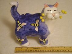 2002 AMY LACOMBE CAT FIGURINE WHIMSICLAY CAT,ANNACO CREATIONS. ANNACO CAT/W BEES