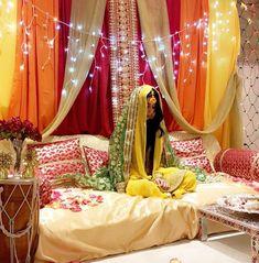 Desi Wedding Decor, Desi Wedding Dresses, Luxury Wedding Decor, Wedding Stage Decorations, Mehendi Decor Ideas, Mehndi Decor, Bridal Gift Wrapping Ideas, Fancy Dress Design, Wedding Entrance