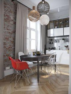 интерьер столовой с стульями Eames