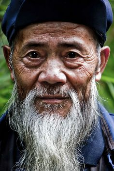Wise Old Man I love the character in this man's face, he works at the Panda reserve in Ya'an - he was very happy to have his photo taken, but i think he was wondering why we were more interested in him rather than the pandas Old Man Portrait, Photo Portrait, Portrait Photography, Old Faces, Many Faces, Drawing People Faces, Face Men, Pictures Of People, Interesting Faces