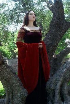 Arwen Blood-red dress cosplay