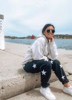 Best Picture For lazy outfits ulzzang For Your Taste You are looking for something, and it is going Cute Lazy Outfits, Trendy Outfits, Winter Outfits, Summer Outfits, Fashion Outfits, Women's Fashion, Cute Outfits With Sweatpants, Lazy Fashion, Hippie Fashion