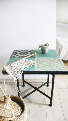The Moroccan tile tables are small side tables in a iron frame with inlaid cement tiles. With folding legs Iron..: Size: 40cm x 40cm // 15,8in x 15,8in.: Legs Size: 40cm // 15,8in.: Table frame: square Iron .: Folding Legs: Iron .: Metal Finish: Rustic black/. Please allow 7 days before it is ready to ship.