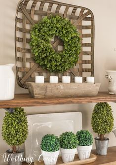 Open shelves with spring decorations in green and white. Open shelves with spring decorations in green and white. Funky Home Decor, Spring Home Decor, Easy Home Decor, Spring Decorations, Shelf Decorations, Summer Mantle Decor, Home Design, Interior Design, Design Ideas