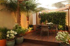 Busca imágenes de diseños de Jardines estilo rústico de Folha Paisagismo. Encuentra las mejores fotos para inspirarte y crear el hogar de tus sueños.