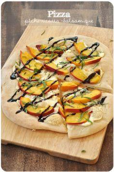 Pizza à la pêche et au vinaigre balsamique