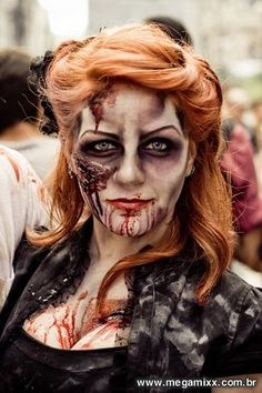 Scary make up doesn't have to be ugly! Case in point, this gal still manages to look drop dead gorgeous. (GET IT?!)
