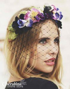 Un tocado para el cabello suele ser un accesorio ideal para completar un  look novia único. La firma Cherubina especializada en este tipo de  complementos ... b52ebd1f6be