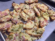 Überbackene Brote #waskochen #snacks Chili, Snacks, Sprouts, Potato Salad, Potatoes, Vegetables, Ethnic Recipes, Butter, Food