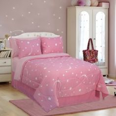 AnnasLines | Stellar Pink Glow In The Dark Bedding Collection- if only it was green lol I hate the color pink