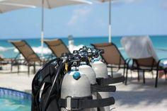Marriott Grand Cayman Beach Resort: dive in the pool