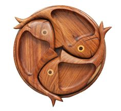 Wood crafts diy - sections fish shape serving tray Wooden Plates, Wooden Art, Diy Wood Projects, Wood Crafts, Wood Artwork, Bois Diy, Fish Shapes, Diy Holz, Wood Cutting Boards