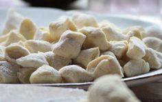 Gnocchi senza patate - Provate a preparare gli gnocchi senza patate, in una ricetta leggera per portare un primo piatto speciale a tavola.