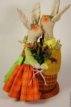 Купить Текстильная скульптура Зайки - обнимашки Веснушки - оранжевый, веснушки, зайки, неразлучники, пара зайцев