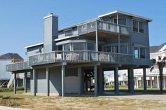 Bellatti - 4 bedrooms/3 baths - sleeps 11; beachside with a great view in Pirates Beach; Sand 'N Sea Properties LLC, Galveston, TX