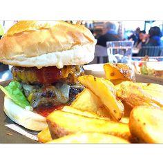 ハンバーグとかで出してるお肉をバーガーにしてるからそりゃ美味しい🗽✨ #肉#ハンバーガー#美食#ジャンクフード#cafe#cafe巡り#ランチ#food#yummy#hamburger#meat#lunch#일본#먹스타그램#카페스타그램#음스타그램