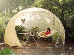 Great Multi-purpose Garden Igloo: What if you could enjoy your garden shed throughout the year? This is the promise made by Garden Igloo. Igloo Dome Garden, multifunctional, versatile and Gazebos, Canopy Cover, Greenhouse Plans, Geodesic Dome Greenhouse, Geodesic Dome Homes, Pop Up Tent, Outdoor Living, Outdoor Decor, Outdoor Life