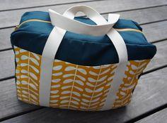 Fruits De Mère: Patroon uit Mijn Tas Merida, Big Bags, Fabric Bags, Creative Studio, Bag Making, Leather Bag, Diaper Bag, Vans, Quilts